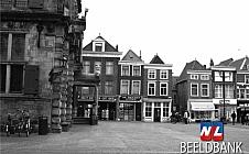 Dubbel Delft - Markt met links het stadhuis